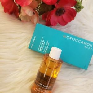 Moroccanoil body oil.